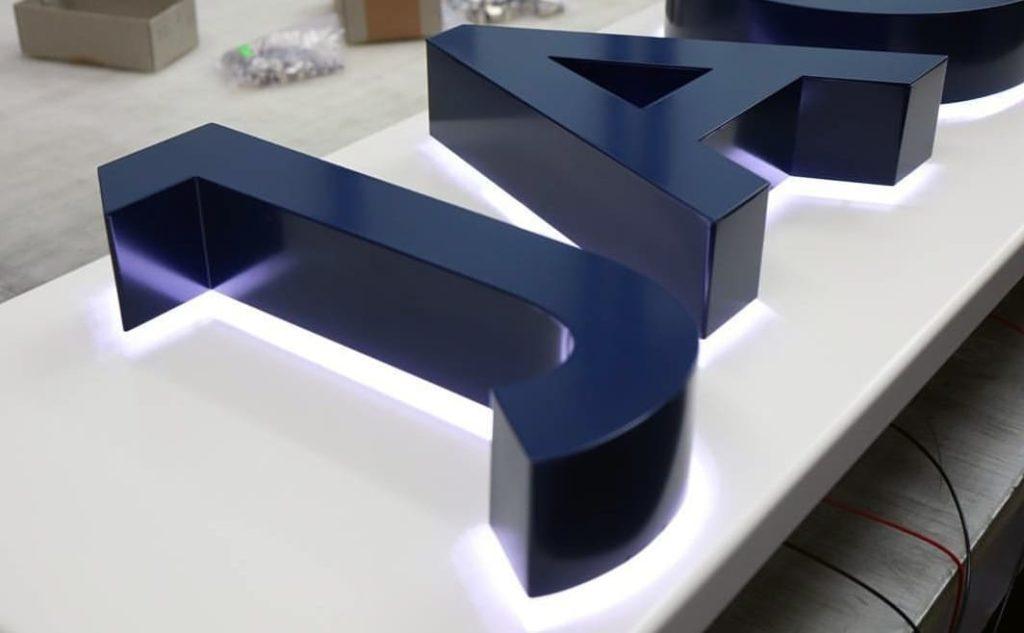 Буквы из нержавеющей стали (окрашенные)
